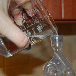 wlewanie wody do rurki